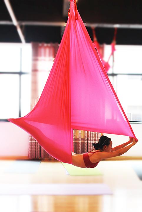 热瑜伽,也叫高温瑜伽,热力瑜伽,就是在38℃-40℃的高温环境中图片